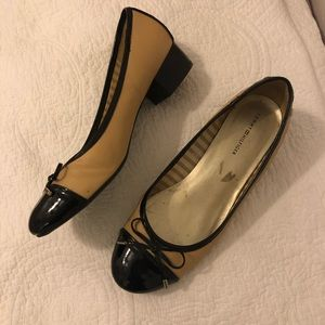 Tommy Hilfiger Two Tone Black and Beige Size 7